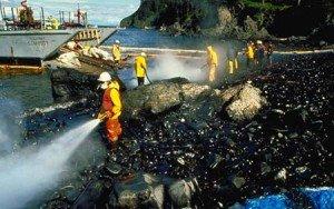 aamocommareenoire-300x188 Amoco cadiz - naufrage tanker - catastrophe écologique - environnement - dans Economie